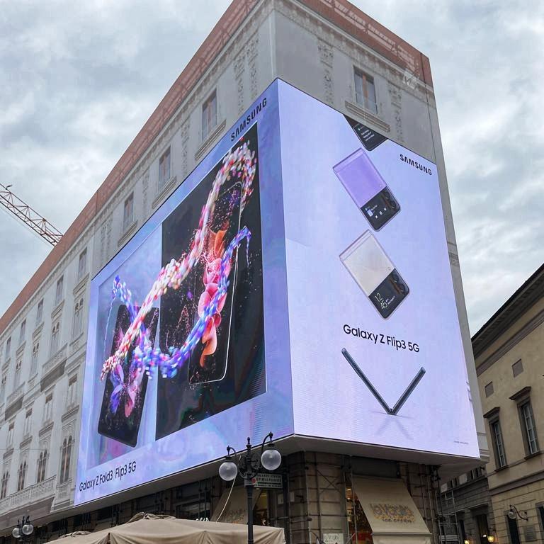 Samsung, il maxi-led di via Dante a Milano