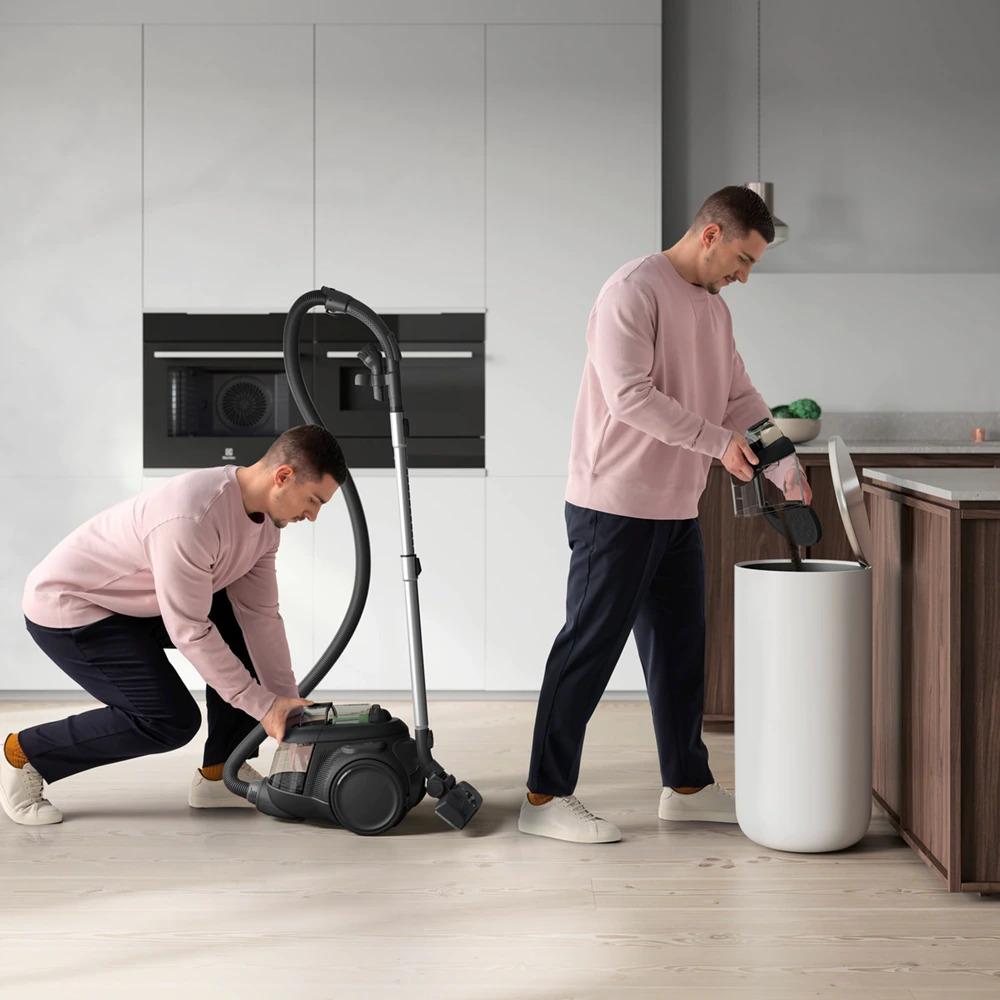 Pulizia di casa e sostenibilità con Electrolux Clean 600, l'aspirapolvere a traino senza sacco