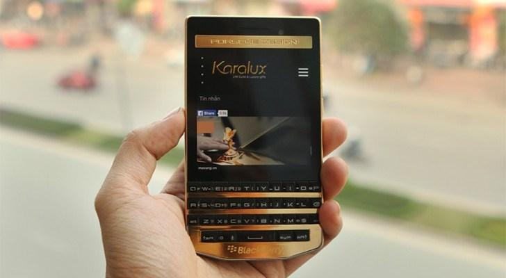 Este es el BlackBerry Porsche en oro por solo $2440 dólares