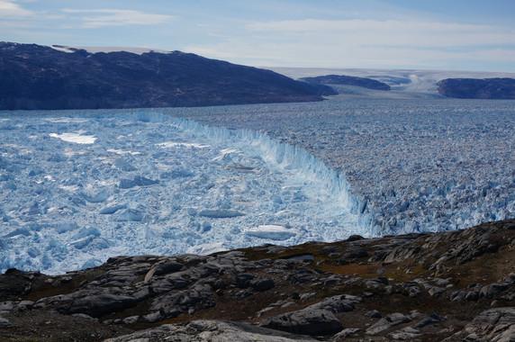 El deshielo de los acantilados de la Antártida pueden incidir en un aumento del nivel del mar de hasta 15 metros en 2500. / Knut Christianson