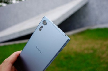 Sony XZs design