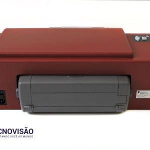 foto da parte de trás da impressora braille e tinta