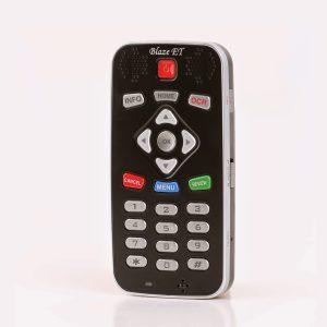 destaque diagonal para o produto, mostrando os botões e entradas na lateral