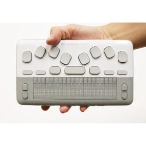 Computdaor braille na palma da mão