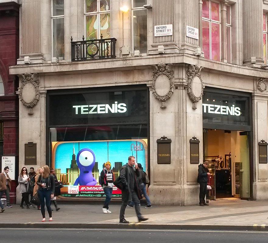 Vetrina digitale ledwall Tezenis Londra schermo LED Show Window