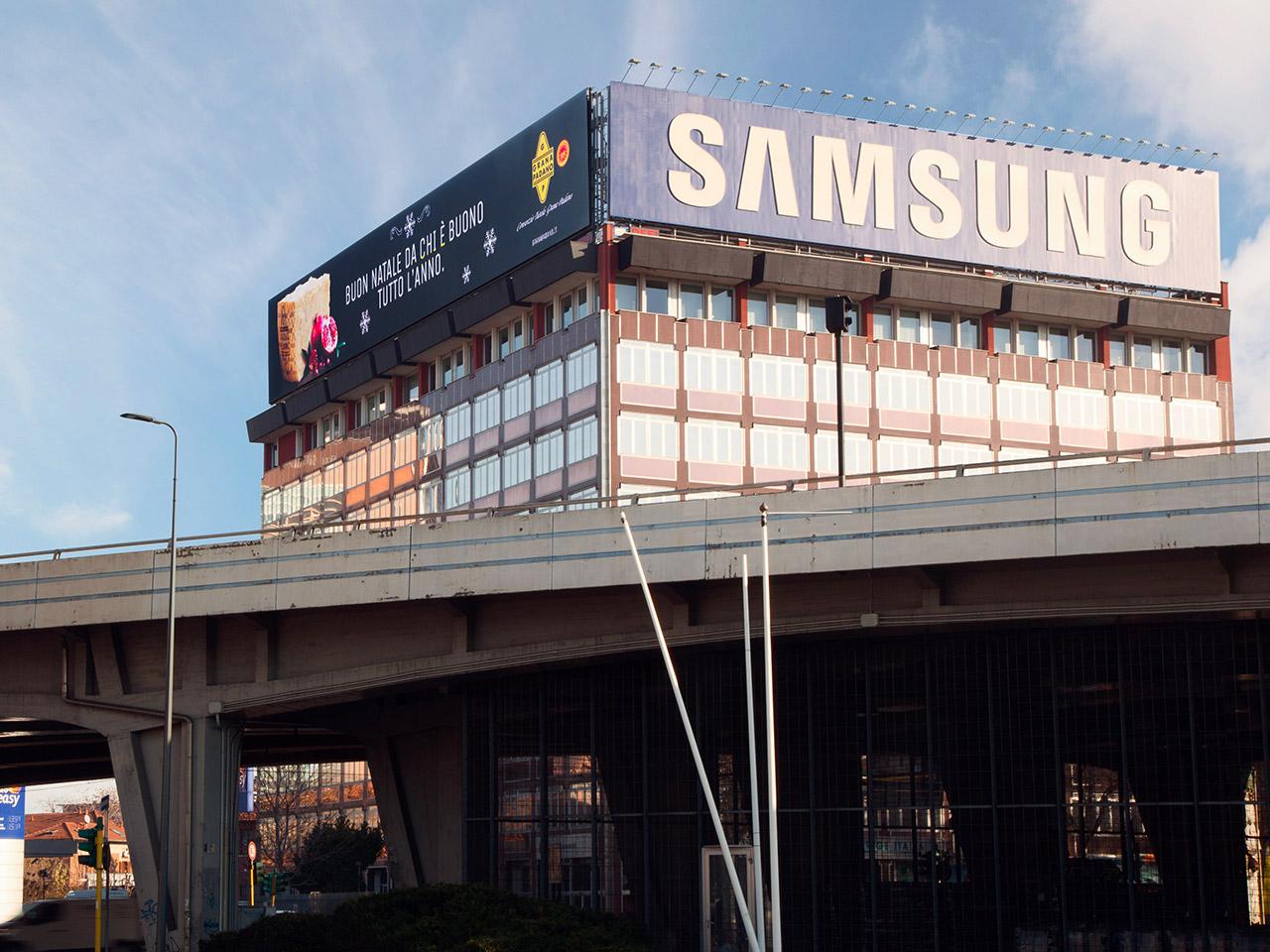 Maxi-billboard-maxischermo-led-su-tetto-giant-ledwall-1280x960-1