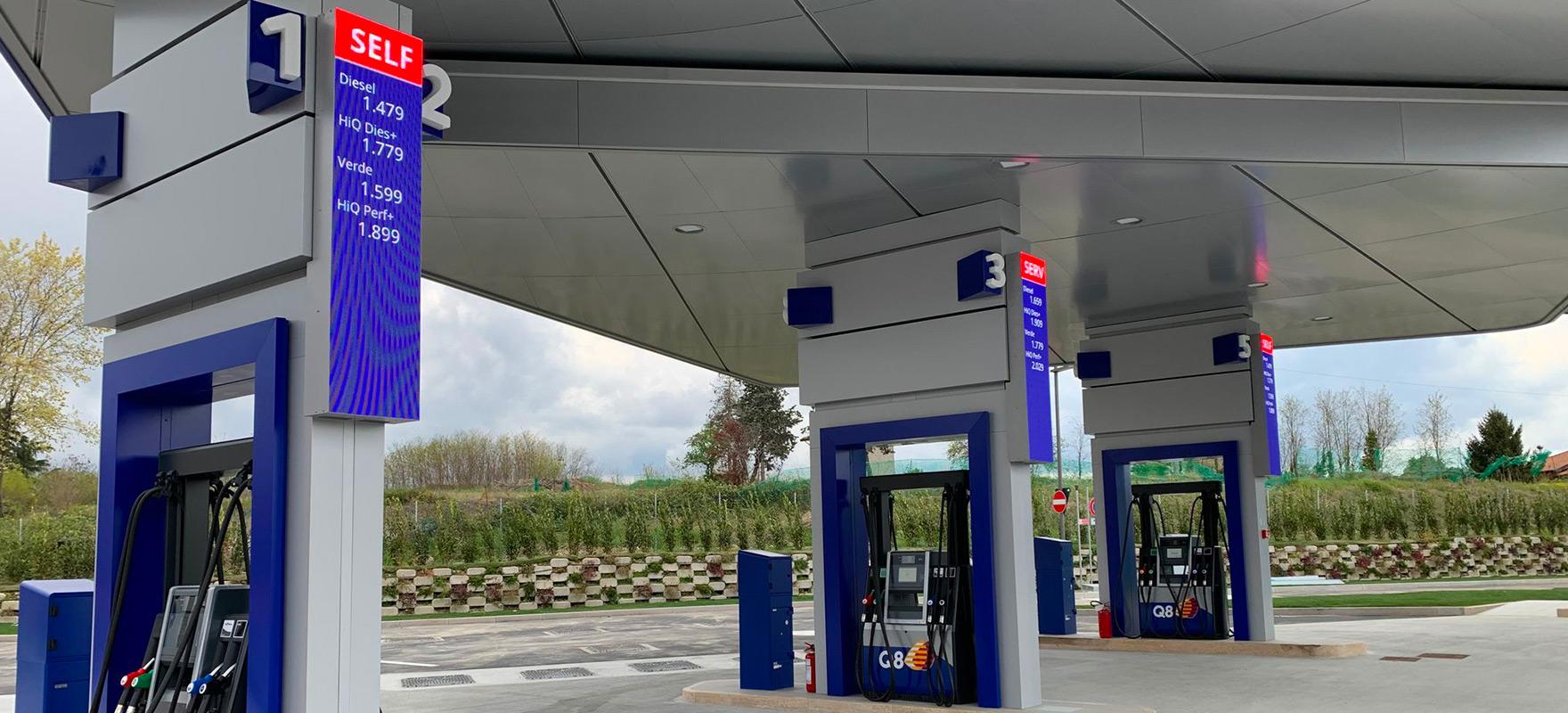 Q8 Ledwall segnaprezzo Schermi led pompe di benzina digital signage DOOH poster digitale