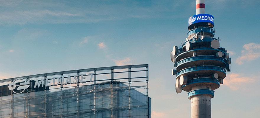 Anello ledwall outdoor torre Mediaset insegna digitale DOOH