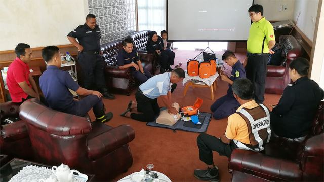 Tanjung Manis - Performing Practical CPR Training with AED