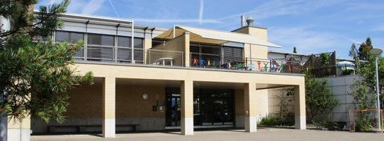 Richterswil, Schulhaus Feld II: Flachdachsanierung 7. Etappe