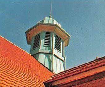 Nicht alltägliche Spenglerkunst: Romanel-sur-Lausanne, Collège du Rosset