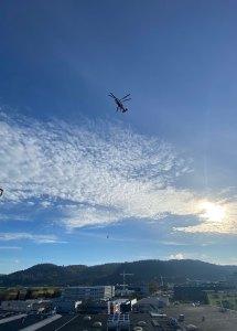 Transport Klimagerät mit Helikopter