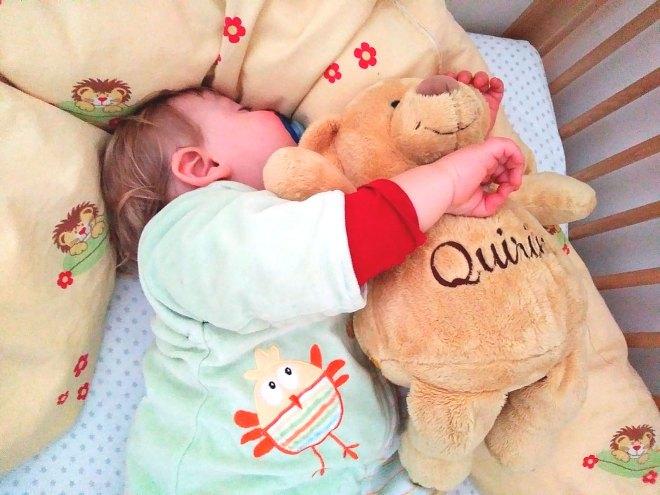 Baby und Teddy mit Namen