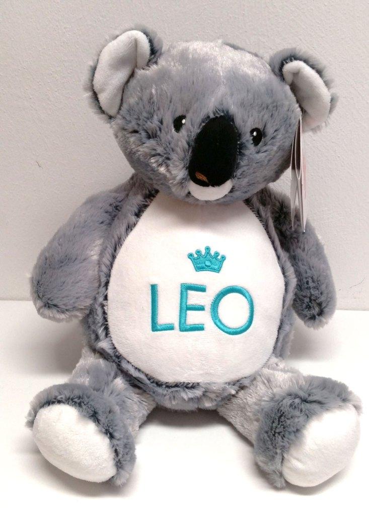 Gesamtansicht Plüschtier Koala mit Wunschnamen und gestickter Krone