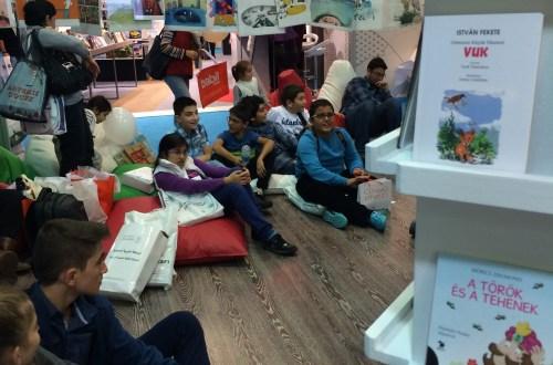 Magyar Kávézóba lépve az Isztambuli Könyvvásáron…