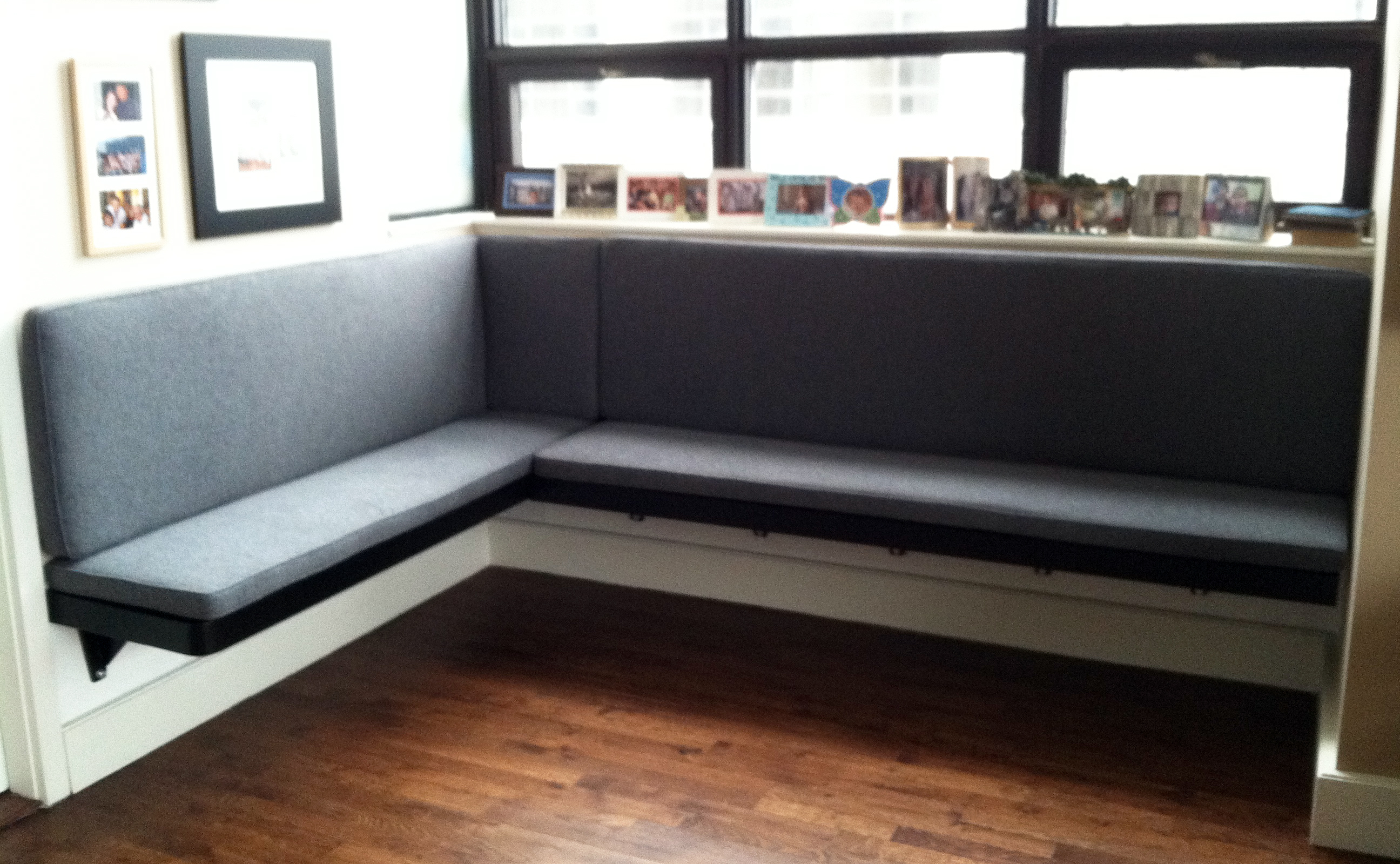 Floating Banquette With Table