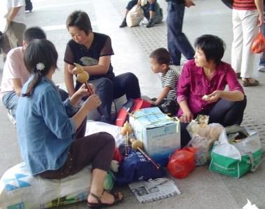 kunming train station1.jpg