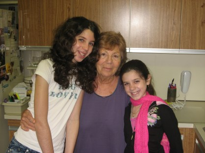 Last Photo of Mom & the girls 2009