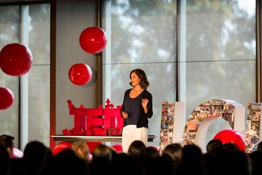 The hidden brain in your skin | Claudia Aguirre