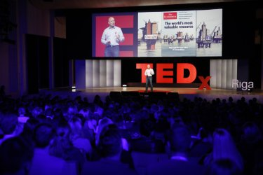 Technology's impact on our mind - and why we should care | Jānis Sārts