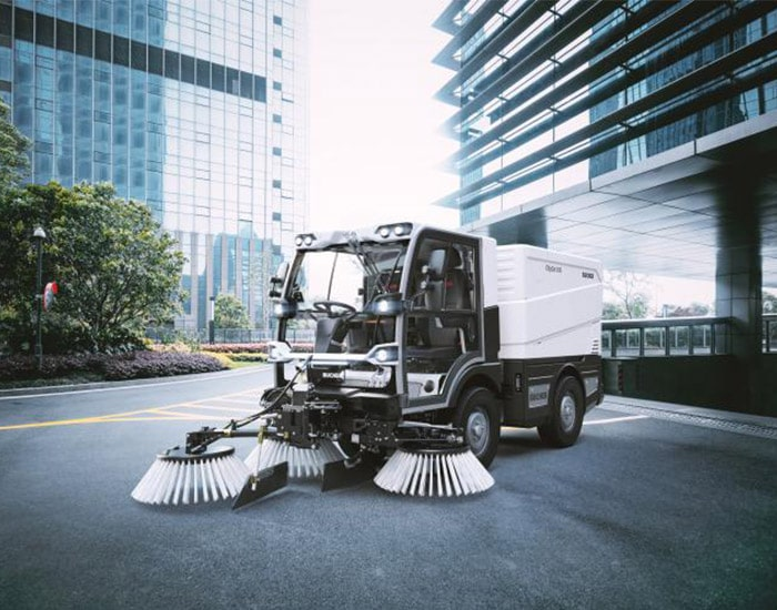 citycat-v20-best-compact-road-sweeper-in-oman