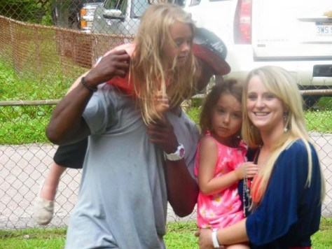 Leah-Messer-and-TR-dues-playing-with-her-daughters
