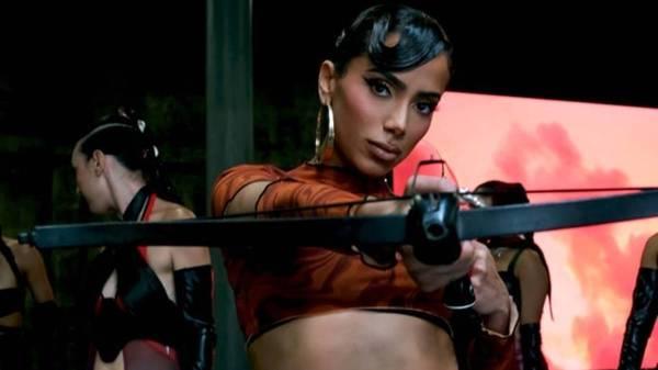 Anitta e seu visual para Faking Love