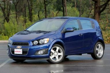 2013-Chevrolet-Sonic-front-3q