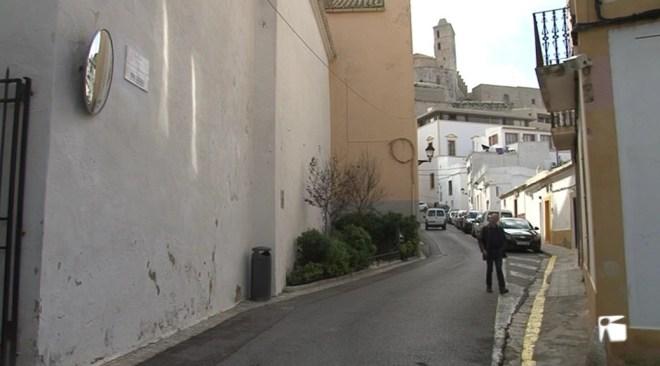 01/02 L'ajuntament restringeix la normativa d'accés i aparcament a Dalt Vila