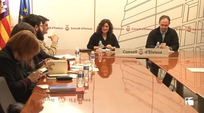 16/03 El Consell d'Eivissa demana als taxistes que es repensin fer vaga