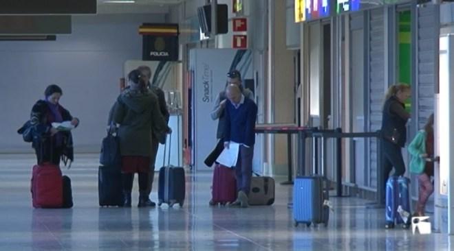 10/05 El Govern es reunirà demà amb el Govern Central per demanar tarifa plana als vols interilles