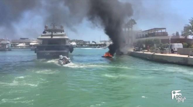 24/07 Noves imatges: Dos ferits greus per una embarcació incendiada a Marina Ibiza
