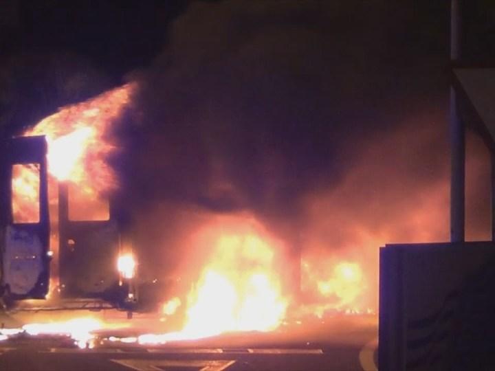 Espectacular incendi a Sa Carroca