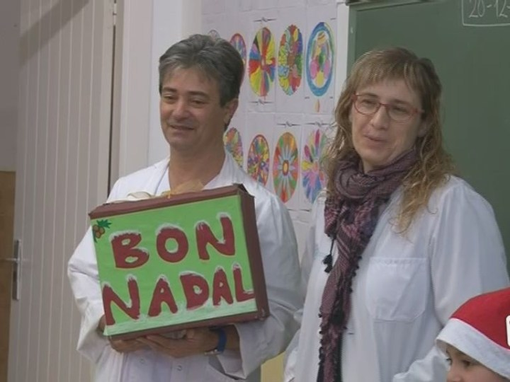 20/12 Els nens de Cas Serres preparen postals de nadal per malalts hospitalitzats a Can Misses