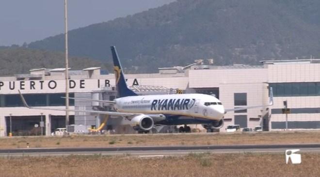 12/01 Ryanair cobrarà per pujar la maleta de ma a la cabina