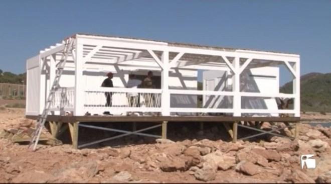 17/05 Veïns de Sant Antoni preocupats per la instal•lació d'un quiosc a Punta Cala Gració a només uns metres de la mar.