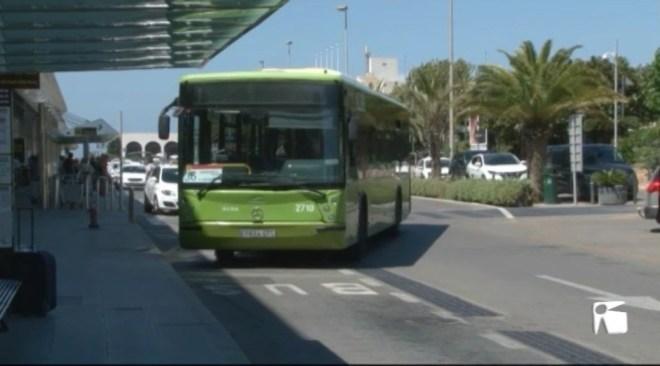 25/06 Entra en funcionament la nova línia d'autobús que connecta l'Aeroport amb platja d'en Bossa