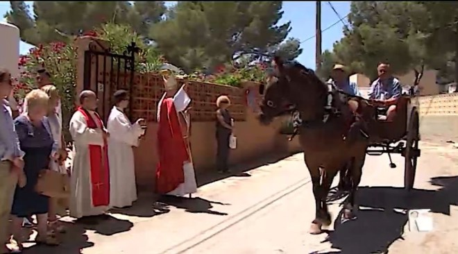 10/07/2019 Missa, carros, i un concurs de paelles durant el dia gran d'Es Canar
