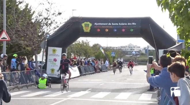 16/12 Raúl Rodríguez i Indre Barkute brillen a la Cursa de S'indiot