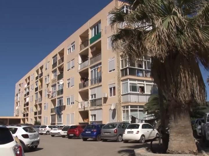 05/06/2020 Desallotjats els apartaments Don Pepe per risc d'ensorrament