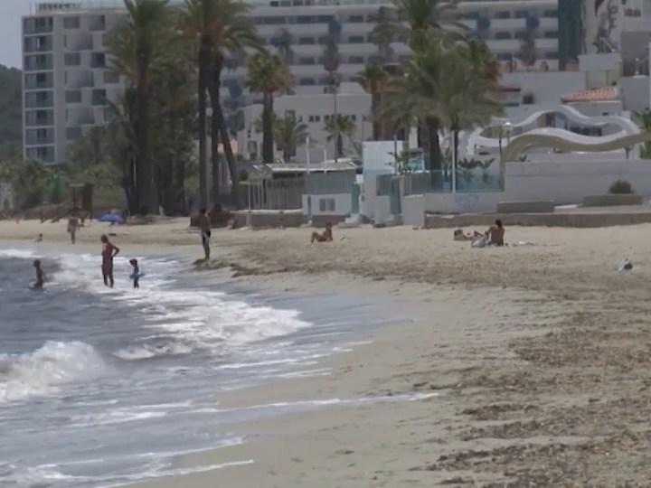 24/06/2020 Els hotelers volen platges sense posidònia