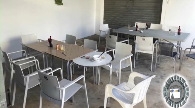 17/11/2020 Un bar clandestí a la terrassa de casa