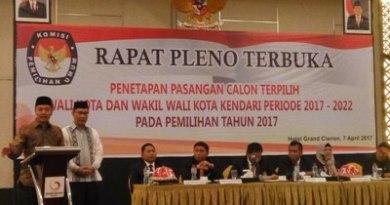 Walikota terpilih Adriatma Dwi Putra ST saat memberikan sambutan perdananya usai ditetapkan oleh KPU sebagai walikota terpilih periode 2017-2022 di salah satu Hotel di Kendari FOTO : MAS,UD