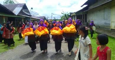 Salah satu kegiatan adat yang masih di pertahankan masyarakat Aceh Singkil. FOTO : MAN