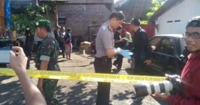 tempat kejadian pembunuhan seorang sopir yang dalam penyelidikan Polisi. FOTO ; ASL