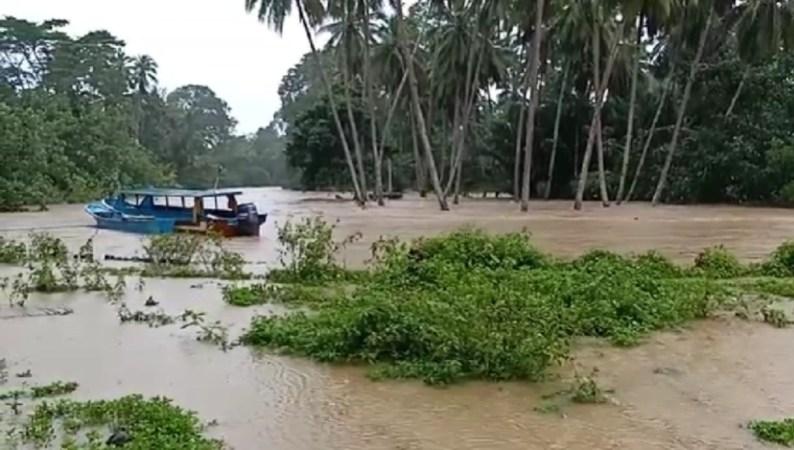Warga Konawe Kepulauan Mengungsi