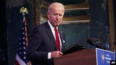Presiden terpilih Joe Biden pergi setelah berbicara di sebuah acara di teater The Queen, Jumat, 15 Januari 2021, di Wilmington, Del. (Foto: AP/Matt Slocum)
