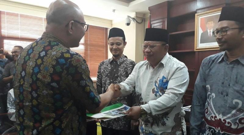 Kemenag RI Resmi Menyerahkan SK Pendirian Sekolah Tinggi Agama Islam Rawa Aopa Konsel