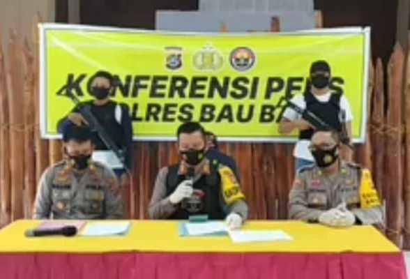 konferensi pers yang berlangsung di aula kemitraan Polres Baubau