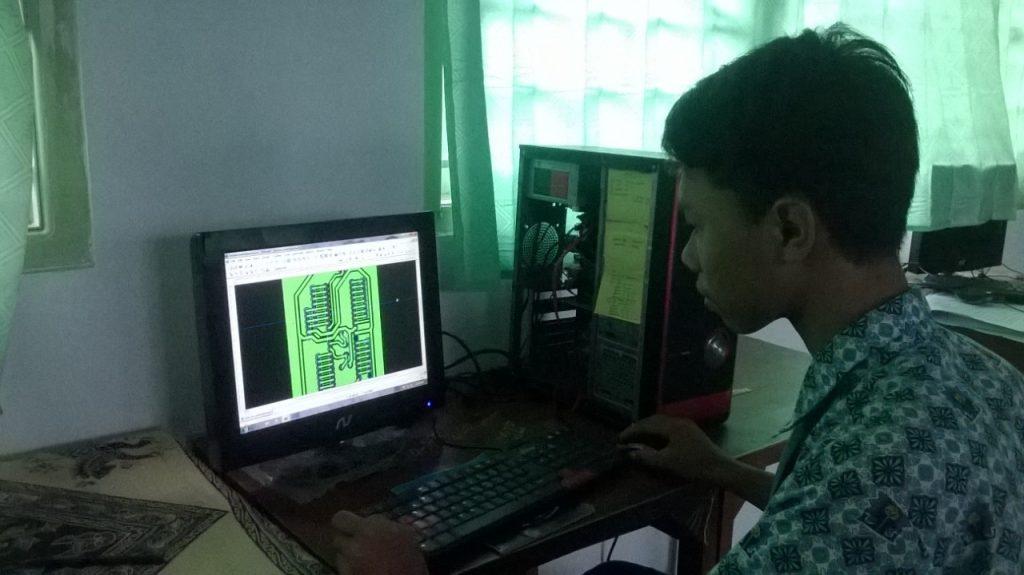 Siswa SMK Muhammadiyah Jepara praktek komputer